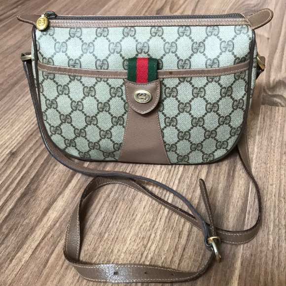 Gucci Handbags - 💯 % authentic Gucci crossbody